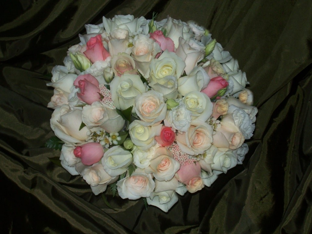 white-cream-peach-pink-posy-bouquet-1024x768.jpg