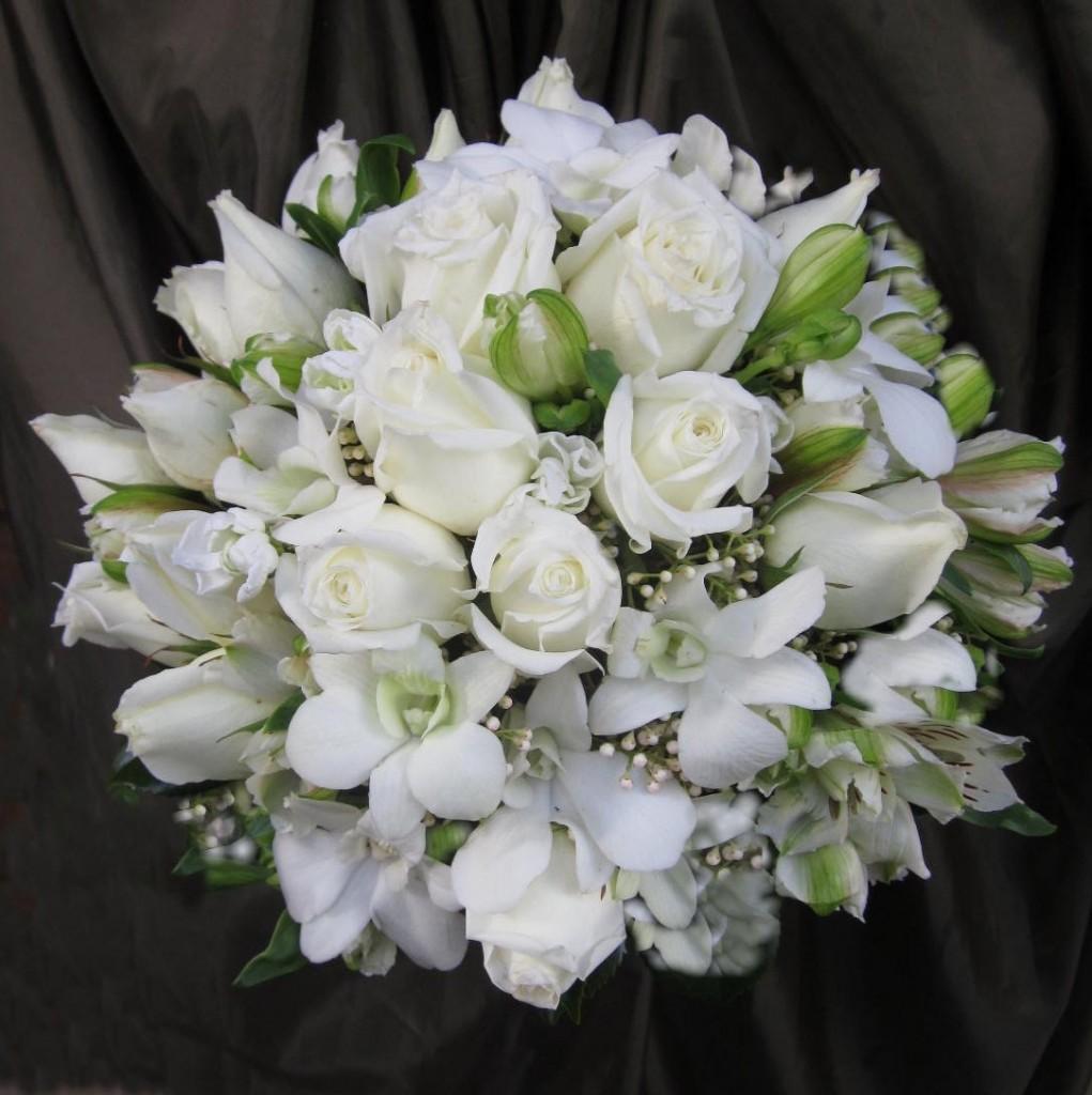 white-posy-bouquet-Img_1662-1021x1024.jpg