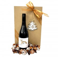 chritmas-gift-wine-hamper-send-a-basket-christmas-red-wine-choccies