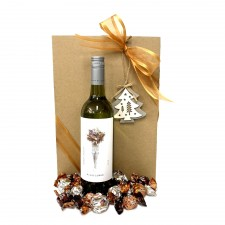 chritmas-gift-wine-hamper-send-a-basket-christmas-white-wine-choccies